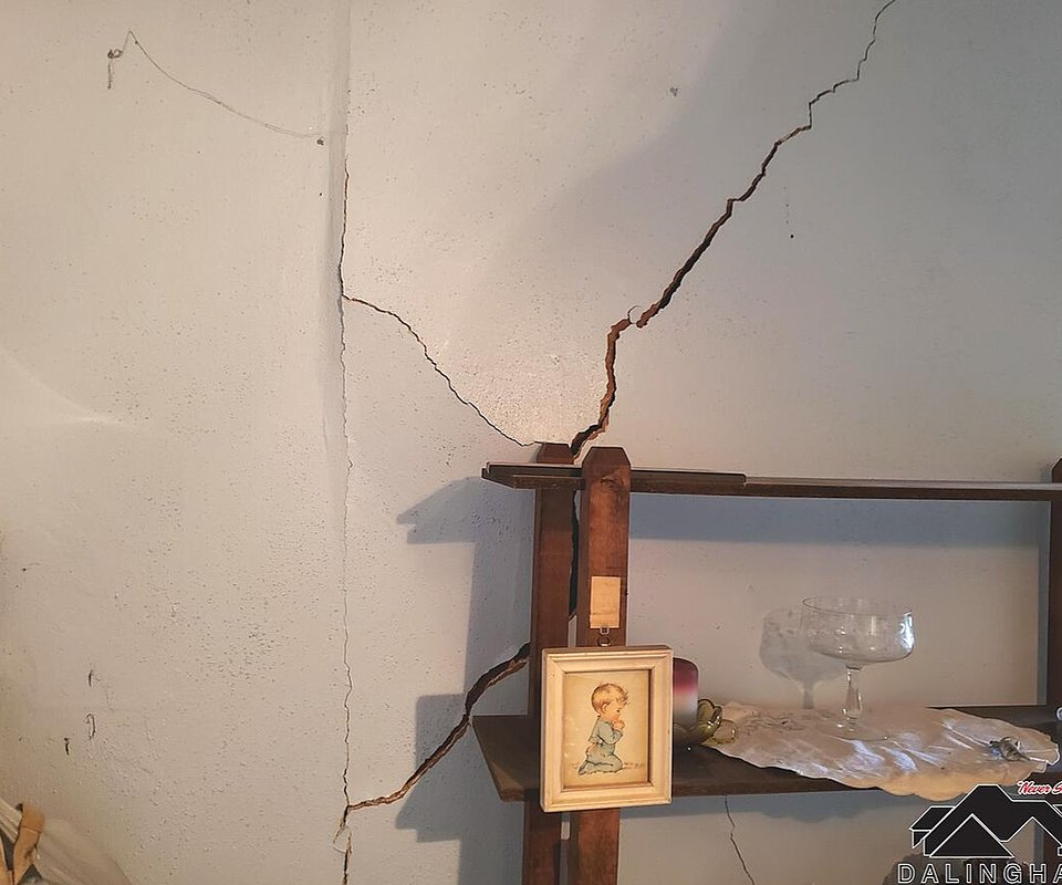 Drywall Crack caused by foundation settlement