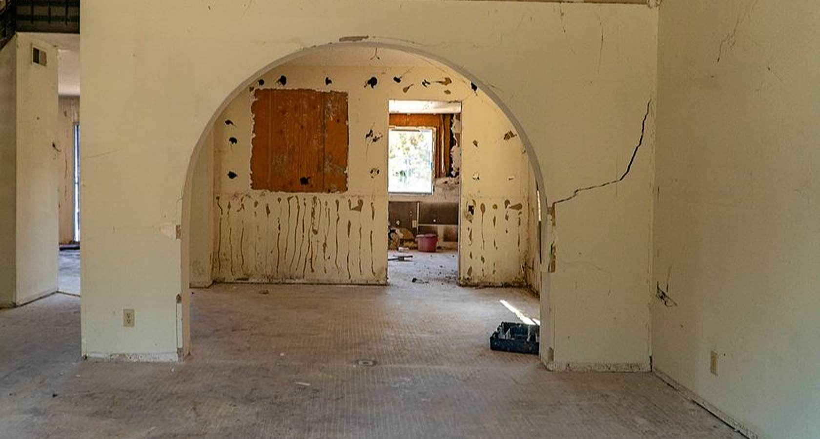 Top 5 Primary Reasons for Sheetrock Cracks